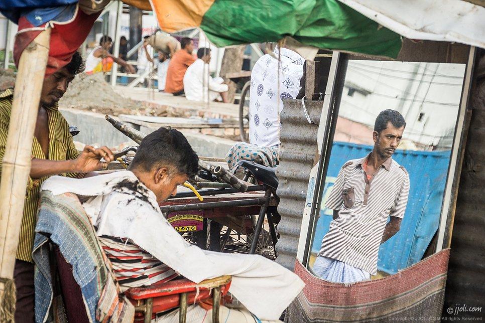 streeet hair-dresser, Dhaka, Bangladesh